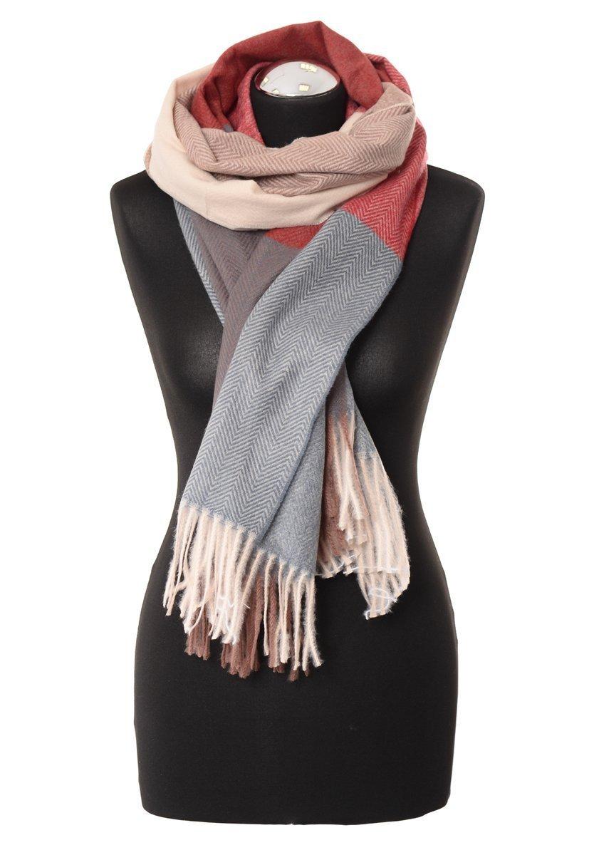 Akcesoria zimowe – czapki i szaliki dla każdego