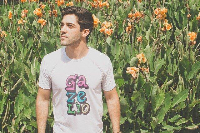 Odzież zwykłe, a jednocześnie bardzo niezwyczajne, czyli t-shirt dla mężczyzn i dla kobiet